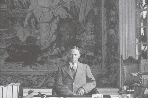 Ο πρέσβης Ντοντ στο γραφείο του