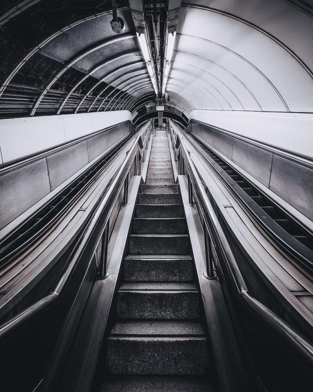 κυλιόμενες σκάλες μετρό
